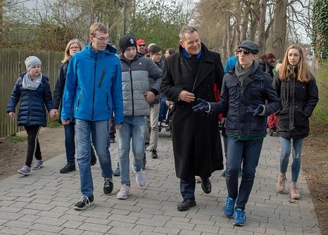 Die Aktion '3000 Schritte mit dem OB' gehört zu den Aktionen rund um Bewegungsförderung und Gesundheitsaufklärung der Universitätsstadt Marburg. Auf die Reihe von Projekten und Netzwerken soll im Projekt 'KOMBINE' aufgebaut werden, sodass etwa alle Aktive©Patricia Grähling, Stadt Marburg