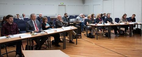 In einer ganztägigen Sitzung haben die Künstlerinnen und Künstler ihre Ideen detailliert der Jury vorgestellt. Am Abend folgte dann die Präsentation in einem Forum für die Stadtöffentlichkeit.