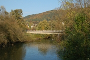 Lahn mit Schülerparkbrücke