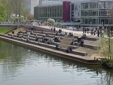 Lahnterrasse vor der Mensa©Universitätsstadt Marburg