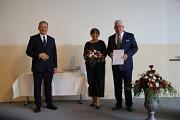 Landesehrenbrief Rolph Limbacher: Oberbürgermeister Dr. Thomas Spies (l.) überreichte Rolph Limbacher den Ehrenbrief des Landes Hessen.