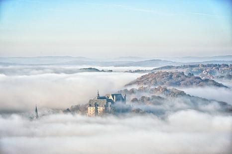 Landgrafenschloss in Wolken©Georg Kronenberg