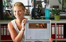 Laura Müller vom Fachdienst Sport präsentiert die Homepage für den Six Nations Cup©Universitätsstadt Marburg