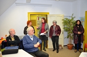 Stadträtin und vhs-Dezernentin Dr. Kerstin Weinbach (Mitte) stellte gemeinsam mit der Leiterin der Marburger Volkshochschule, Kirsten Fritz-Schäfer (rechts), und der Leiterin der Lernwerkstatt, Silke Jahns, das neue Beratungs- und Begleitungsangebot für D