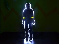 """Ein Mann, """"gemalt"""" mit einer Lichtquelle, man sieht nur die Umrisse.©Universitätsstadt Marburg"""