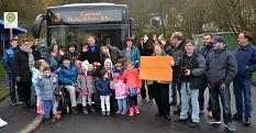 Mit lautem Applaus wurde die neue Linie 3 bei ihrer Premierenfahrt ins Waldtal empfangen.©Stadtwerke Marburg
