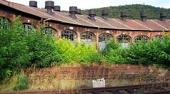 Der denkmalgeschützte Lokschuppen auf dem Marburger Waggonhallenareal soll gesichert und passend zum kulturellen Umfeld genutzt werden: Die Stadt Marburg hat in einem Konzeptausschreibungsverfahren mit Bürgerbeteiligung nun zwei Kaufangebote als besonders