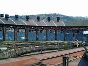Der Lokschuppen soll durch den Verkauf passend zum kulturellen Umfeld des Waggonhallenareals erhalten werden - es besteht dringend Handlungsbedarf, weil sich das Kulturdenkmal in schlechtem Zustand befindet.
