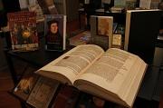"""Zum Reformationsjahr 2017 präsentiert die Stadtbücherei Marburg vom 7. Februar bis 31. März die Ausstellung """"Luther, die Reformation und Philipp der Großmütige""""."""