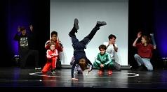 Die Young Harlekins aus der Alten Mensa zeigten Breakdance auf der Bühne.