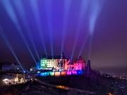 """Das Landgrafenschloss wurde zum zehnjährigen Jubiläum von """"Marburg B(u)y Night"""" zum beeindruckenden Lichtkunstwerk hoch über der Stadt."""