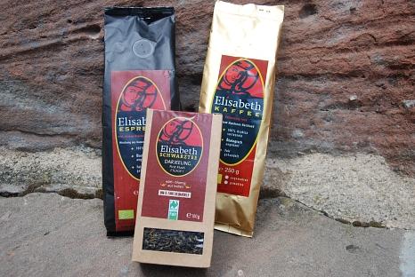 Foto der Packungen des Marburger Elisabeth Kaffees, Tees und Espressos©Universitätsstadt MarburgFachdienst Umwelt, Fairer Handel und Abfallwirtschaft