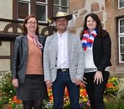 """""""Marburg Ahoi"""" heißt es beim Hafenfestumzug am 8. Mai, bei dem alle Freundinnen und Freunde des Karnevals auf ihre Kosten kommen werden (von links): Stadträtin und Karnevalsdezernentin Dr. Kerstin Weinbach, der Präsident des Festausschusses Marburger Karn"""