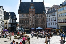 Marburger Oberstadtmarkt: Blick auf das Rathaus©Stadtmarketing Marburg e. V.