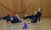 """Zum ersten Mal können Interessierte, die nicht in einem Sommerakademie-Kurs eingeschrieben sind, vier Tage lang """"Zeitgenössischen Tanz"""" mit Maya Brosch machen."""