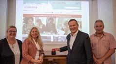 Die neue Beteiligungsplattform MarburgMachtMit ist seit Freitag, 6. September, online. Oberbürgermeister Dr. Thomas Spies (2.v.r.) hat sie freigeschaltet – gemeinsam mit Doris Hilberger (Bürger*innenbeteiligung) und Dr. Griet Newiger-Addy (Fachdienstleitu