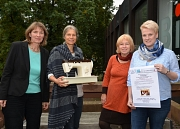 Von der Nähgruppe bis zum gemeinschaftlichen Wohnen – beim Marktplatz der Nachbarschafts- und Beteiligungsprojekte gibt es am 4. November im TTZ viel zu entdecken (von links): die Leiterin der Freiwilligenagentur Marburg-Biedenkopf Doris Heineck, die Leit