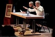 Sie zeichneten eindrucksvoll das Leben des Theaterrevolutionärs Erwin Piscator nach (v. l.): Peter Jung und Axel Poike.