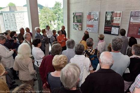 Dauerhaft wird im neuen Zentrum in Marburgs Mitte an Erwin Piscator erinnert, u. a. mit Plakaten, die seine Marburger Inszenierungen