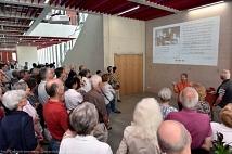 Mit einer dauerhaften Lichtbildpräsentation im ersten Stock können sich Besucherinnen und Besucher über Erwin Piscator informieren.