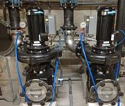 Mit den beiden neuen Umwälzpumpen für das Wettkampfbecken im AquaMar sollen Energiekosten und CO2-Ausstoß eingespart werden.