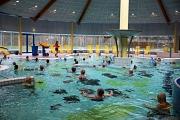 Mit rund 50 gut gelaunten Badegästen hat das AquaMar am Montagmorgen wieder geöffnet. Los ging es mit Wassergymnastik.