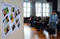 """Bei der Preisverleihung des Integrationswettbewerbs """"move it!"""" wurde das Projekt """"Hand in Hand"""" ausgezeichnet.©Nadja Schwarzwäller i.A.d. Stadt Marburg"""