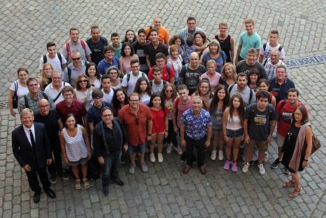 Nach dem Empfang im Rathaus durch Oberbürgermeister Dr. Thomas Spies (vorne links) gab es noch ein Erinnerungsfoto der spanischen Gäste mit ihren Gastgebern.©Heiko Krause i.A.d. Stadt Marburg