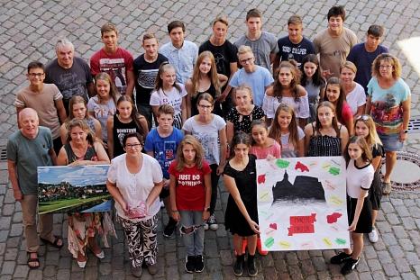 Nach dem Empfang im Rathaus durch Stadträtin Kirsten Dinnebier (vorne 3. Von links) gab es noch ein Erinnerungsfoto der slowenischen Gäste mit ihren Gastgebern.©Heiko Krause i.A.d. Stadt Marburg