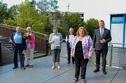 Das Ehepaar Ernst und Helga Zeppel, Helga Burlon und Beatrix Stegmann (von links nach rechts) gehören zu den Menschen, die am Richtsberg von Ortsvorsteherin Erika Lotz-Halilovic und Oberbürgermeister Dr. Thomas Spies mit dem Nachbarschaftspreis ausgezeich