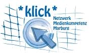Das Logo besteht aus dem Schriftzug klick Netzwerk Medienkompetenz Marburg auf einem angedeuteten Netz, in dem außerdem in der Mitte ein Punkt mit einem Pfeil gezeichnet ist.