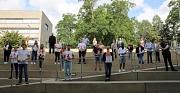 Bürgermeister Wieland Stötzel (mittlere Reihe rechts) hieß die neuen städtischen Auszubildenden gemeinsam mit Vertreter*innen von Stadtverwaltung, DBM, Personalrat und Jugend- und Auszubildendenvertretung willkommen.