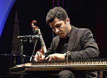 Youssef Nasif spielte auf dem Kanun, einem zitherähnlichen Instrument.