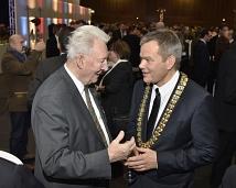 Oberbürgermeister Dr. Thomas Spies im Gespräch mit dem ehemaligen Landtagsabgeordneten Walter Troeltsch.