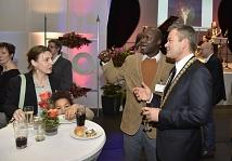 Oberbürgermeister Dr. Thomas Spies begrüßte nach seiner Rede viele Gäste persönlich.