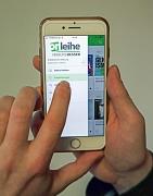 """Ob per App auf Smartphone oder Tablet, per Web-Onleihe über dem PC oder über den eReader: Über die """"Onleihe"""" stehen den Nutzer*innen mehr als 230.000 digitale Medien zum Ausleihen zur Verfügung."""