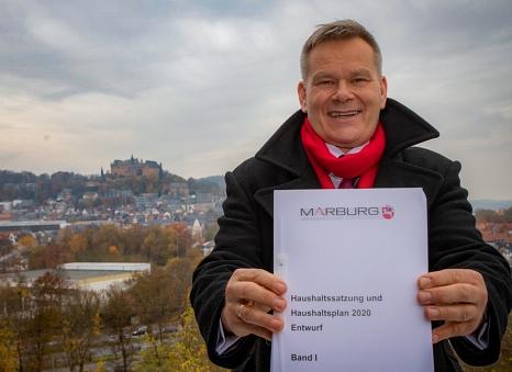 """""""Stadt der Mutigen, Stadt der Lösungen"""" – so hat Oberbürgermeister und Kämmerer Dr. Thomas Spies den Entwurf des Haushalts 2020 überschrieben.©Patricia Grähling, Stadt Marburg"""