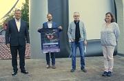 Oberbürgermeister Dr. Thomas Spies (v.l.) nahm gemeinsam mit Kamerapreis-Organisator Professor Dr. Malte Hagener, Mitinitiator Hubert Hetsch vom Kammer-Filmkunsttheater sowie Birgit Peulings, Mitarbeiterin der Marburger Kinos, an der Auftaktveranstaltung