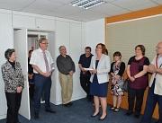 Oberbürgermeister Egon Vaupel (links) weihte gemeinsam mit Stadtarchivleiterin Sandra Baumgarten im Beisein zahlreicher Gäste den neuen barrierefreien Standort des Stadtarchivs Marburg in der Temmlerstraße 5 ein.