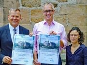 """Oberbürgermeister Thomas Spies, PriMa-Vorsitzender Hartmut Hesse sowie Rahel Häcker vom Projektbüro Gesunde Stadt stellten das Programm für """"10.000 Schritte mit dem OB"""" vor."""