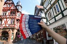Das ist die Postkarte, auf die Interessierte ihre Ideen und Anregungen für eine lebenswerte Oberstadt schreiben können. Alle Schilderungen und Ideen werden dokumentiert und fließen in den Prozess der Konzeptentwicklung ein.©Thomas Steinforth, Stadt Marburg