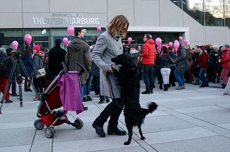 Getanzt wurde mit Kind und Kegel – und mit Hund – auf Rollschuhen und im Rollstuhl.©Nadja Schwarzwäller i. A. der Stadt Marburg
