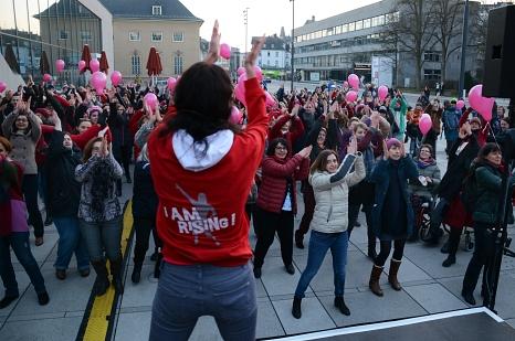 Auch in diesem Jahr lädt die Stadt Marburg dazu ein, mit einer Tanzdemo ein Zeichen gegen Gewalt an Frauen und Mädchen zu setzen.©Nadja Schwarzwäller i.A.d. Stadt Marburg