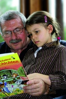 Opa liest vor©Universitätsstadt Marburg