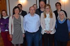Der Ortsbeirat Campusviertel mit Ortsvorsteherin Dr. Sabine Schock (Grüne) (vorne links), ihrem Stellvertreter Ralf Laumer (SPD) (Mitte) sowie der Schriftführerin Lara Wegmann (Grüne) (rechts).©Tina Eppler, Stadt Marburg