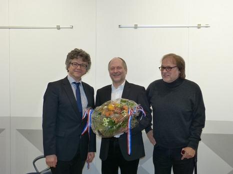 Bürgermeister Dr. Franz Kahle (l.) dankte Karl-Herrmann Krombach (Mitte) gemeinsam mit dessen Stellvertreter Thomas Jahn (r.) für seinen ehrenamtlichen Einsatz um die Universitätsstadt Marburg.©Stadt Marburg, FD Stadtplanung