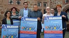 Vielfalt ist Schönheit: Die Aktionswoche zum Thema Gewicht haben Oberbürgermeister Dr. Thomas Spies (Mitte), Gleichberechtigungsreferatsleiterin Dr. Christine Amend-Wegmann (r.) mit Praktikantin Leonie Mahnke (2. v. r.), Rahel Häcker (l.) vom Projektbüro