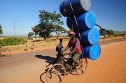 Einblicke in das Leben in Sambia und weiteren Ländern in Afrika bietet Geert Schröder mit seiner Multivisionsshow am Mittwoch an der Waggonhalle.