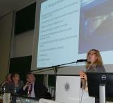 Regina Lang, die Leiterin des städtischen Fachbereichs Öffentliche Sicherheit und Ordnung, führte in das Thema ein.©Gesa Coordes
