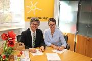 Bürgermeister Dr. Franz Kahle und Landrätin Kirsten Fründt unterzeichnen die Kooperationsvereinbarung zum Ausbau der Energiesprechstunden.